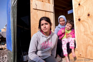 Kurdish mother and her two daughter from Norther Iraq. Grande Synthe, Dunkirk